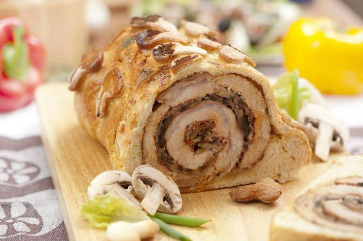 ROLADA ZE SCHABU to przepis na mięso, które cudownie wygląda, obłędnie smakuje i zachwyca gości. Idealne na święta, komunie i inne specjalne okazje.
