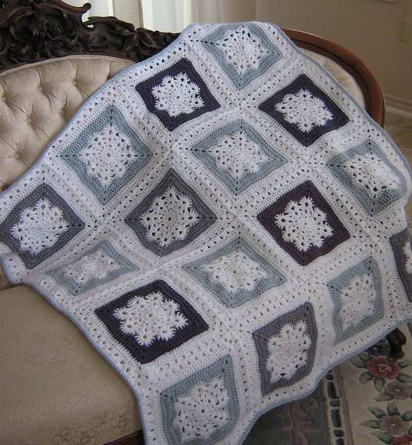 Woolly's Snowflake square, free pattern by Letitia Sheriff