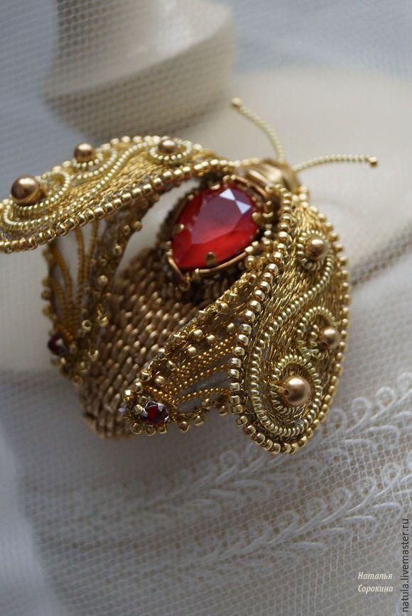Купить Красная сумочка с золотой королевской пчёлкой. - ярко-красный, рисунок, красная сумочка