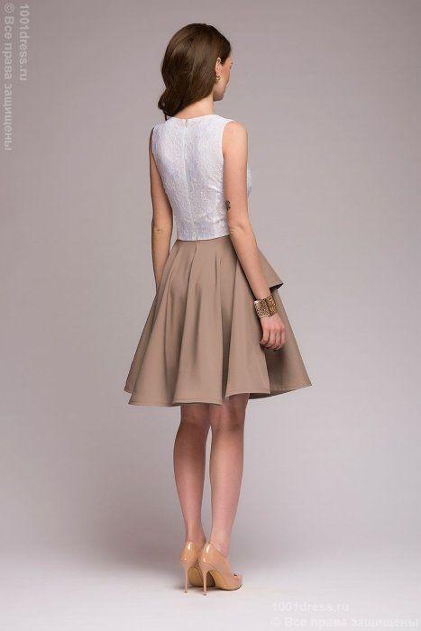 Платье бежевое длины мини с белым кружевным верхом