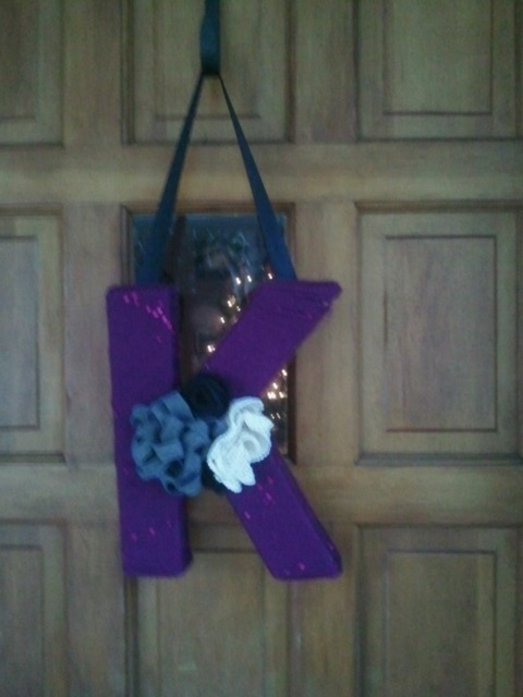 """""""K"""" wreath for my seester for christmas...used yarn w/ sequins so pretty & sparkly!!"""