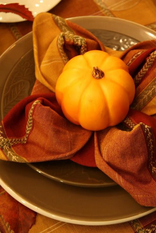 Fall place setting fun napkin fold table settings for How to fold napkins into turkeys