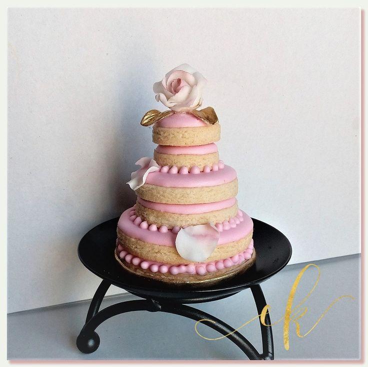 Tiered wedding cake cookie!