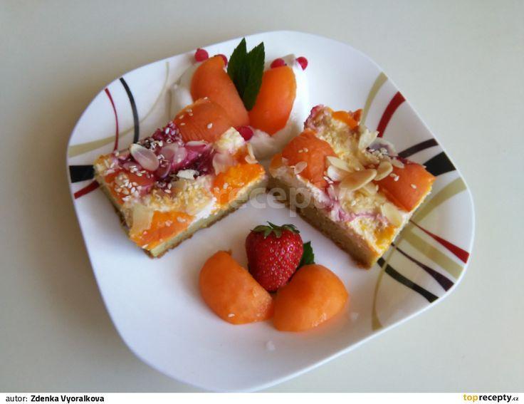 Kuskusová ovocná buchta s tverohem a šmakounem meruňka