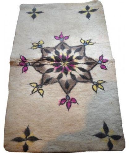 Handgemaakt Perzisch vilt tapijt - 200 cm x 100 cm - Iran - 21e eeuw  Vilt tapijten worden gemaakt met druk en warmte en niet geknoopt zoals andere Perzische tapijten.De geschiedenis van het maken van vilt tapijten dateert van ruim 2000 jaar geleden.Materiaal: wolAfmeting: 100cm 200cmMet kleurstof gekleurde wolNiet eerder gebruiktProvincie: Shirazgemaakt in Iran  EUR 47.00  Meer informatie