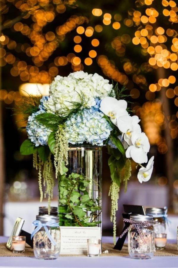Orchideen, Hortensien und Grüne in schicker Vase