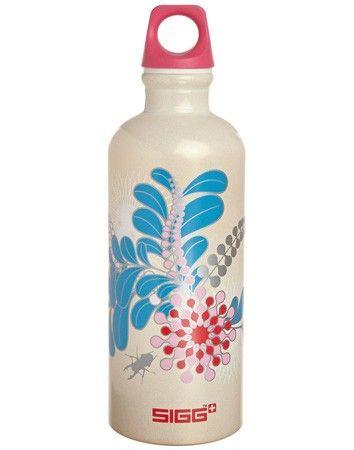 Capacità: 0,6lt. Le bottiglie SIGG sono leggere, resistenti, durature e riutilizzabili al 100%. Da 100 anni SIGG realizza bottiglie che ti accompagnano nelle avventure della tua vita. Test dimostrano che questa è l'unica bottiglia con un rivestimento interno resistente agli acidi della frutta e alle bevande isotoniche. La bottiglia SIGG, non più utilizzata, può essere gettata nella raccolta differenziata per i prodotti in alluminio. Apprezzate dagli sportivi per la loro praticità vengono…