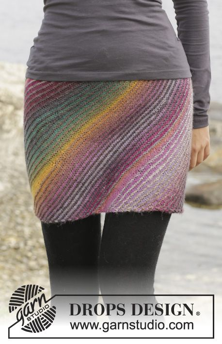 """Knitted DROPS skirt in garter st with short rows in """"Delight"""". Size S-XXXL. ~ DROPS Design"""