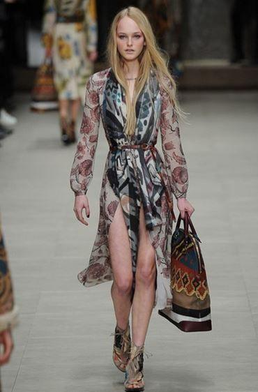 sfilata-donna-burberry-autunno-inverno-2014-2015-vestito  #burberry #womenswear #abbigliamentodonna #vestiti #clothes #autunnoinverno #autumnwinter #moda2014 #fashion