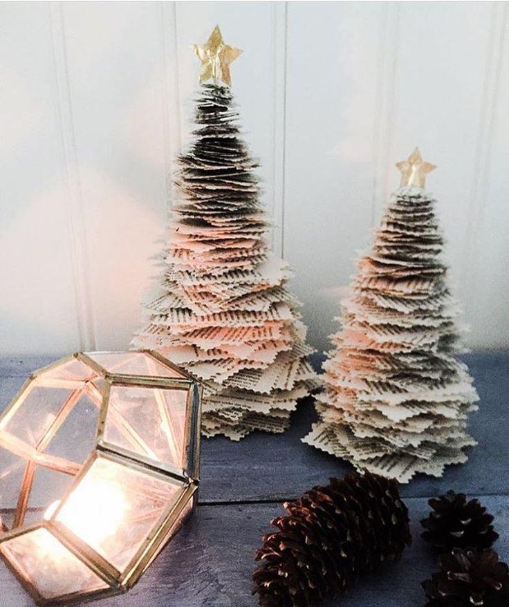 Klämmer allt in lite julpyssel idag, hoppas ni står ut #jul är nämligen temat idag hos @pandurohobby.se #pysselutmaningoktober Dessa granar av gamla böcker gjorde jag förra året till jul #diy #gördetsjälv #bok #gran #ceafts #crafting #kreasiwinspo #101nyaider #pysselinspo #pyssla #pyssel #pysseltips #julpyssel #närbokenärutläst #julpynt #pinecone #christmas