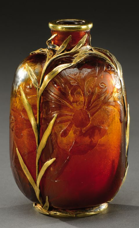 A rare, opaque orangey brown glass vase acid-etched with floral motifs and held in a leafy vermeil mounting. Signed on the back «Cristallerie d'Emile Gallé» and «modèle de décors déposés». Marked «G.R Sandoz» and hallmark. Circa 1885-1890. H : 4 ¼ in