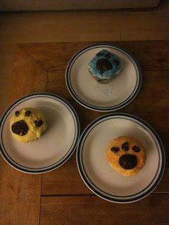 Saskia's knutsel blog: Cute Paw Print Cupcakes