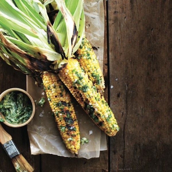 How to shuck corn on the cob perfectly - Chatelaine. So easy, and just in time for fresh corn on the cob.