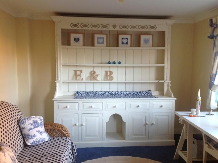 Shabby chic painted dresser.