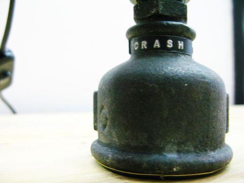 Crash Test Dummy - canos/tubos/robot/joelhos/cruzetas/luz/candeeiro/reutilizar/design/decor/lights/reuse/pipes/tubes