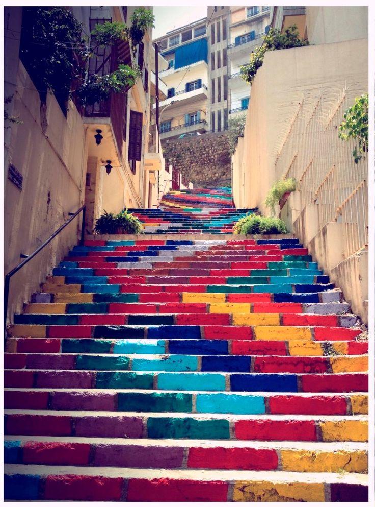 Escadas pintadas em padrão, mais uma vez: simples