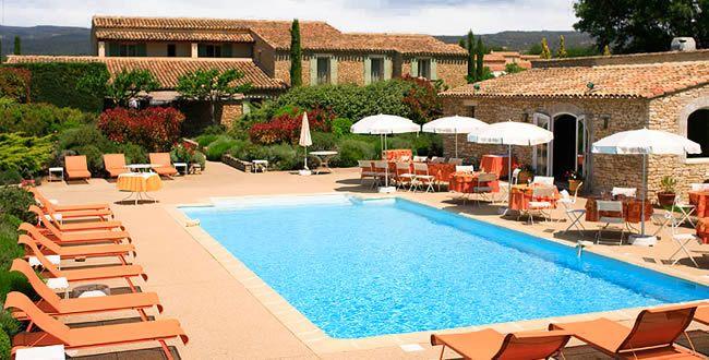 Mas de la Sénancole. Au cœur de la Provence, dans le Luberon, découvrez un petit coin de paradis où tout est fait pour se sentir comme chez soi avec un accueil chaleureux et de petites attentions. C'est un hôtel trois étoiles avec wifi gratuit dans tout l'établissement, un restaurant l'Estellan et sa carte gourmande, un bar, une salle de séminaire, une piscine extérieure chauffée...   En savoir plus sur http://www.loisirs.fr/actualite/Mas-de-la-Senancole.html