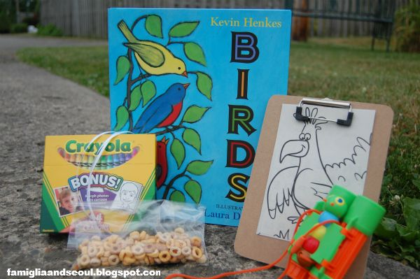 Toddler Approved!: Outdoor Literacy Bag {via Famiglia & Seoul}: Literacy Bags, Toddlers Activities, Books Fun, Outdoor Literacy, Famiglia, Toddlers Approv, Literacy Ideas, Tots Schools, Learning Experiment