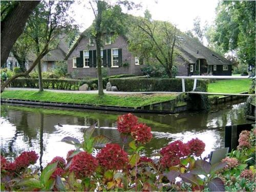 Giethoorn in Holland - the town with no roads, so prettyGiethoorn, Small Town, Paths, Boats, Holland, The Village, Places, Roads, Netherlands