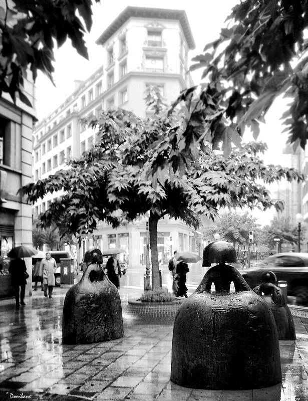 """""""Bilbao y las tres meninas de Manolo Valdés"""" por Donibane #bilbao #bizkaia #basquecountry"""