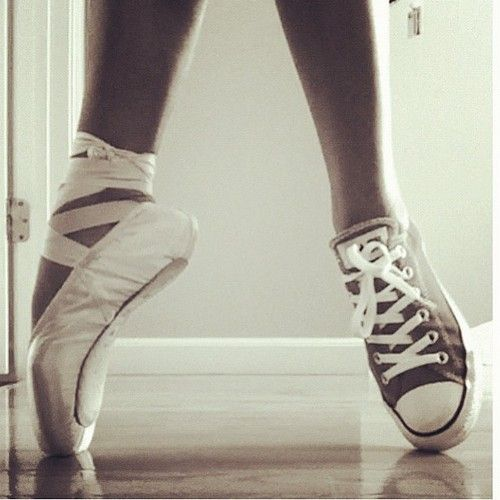 "shine your feet dancing ""el brillo de su pies bailando"" <3"