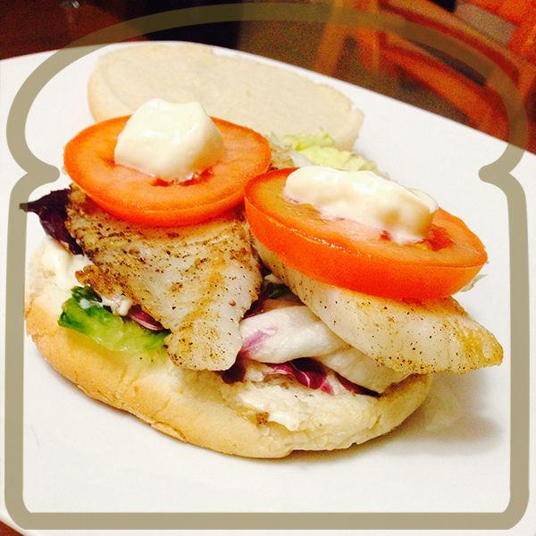 Rica hamburguesa de filete de pescado. #Sandwich #Wonder #DiferenteEsMejor