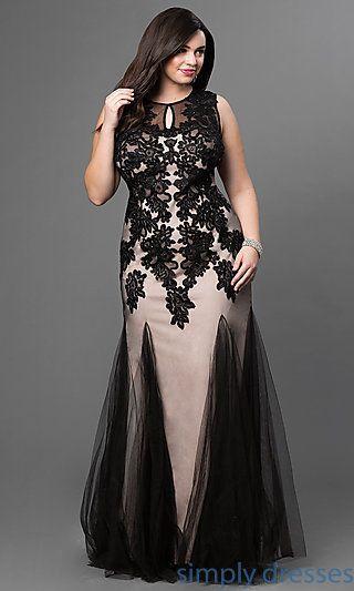 Look spectacular in this black lace, sleeveless, illusion dress. Cubierto con detalles de encaje en negro y sin mangas, con cuello ilusión, este vestido de fiesta para gorditas te hará lucir espectacular.