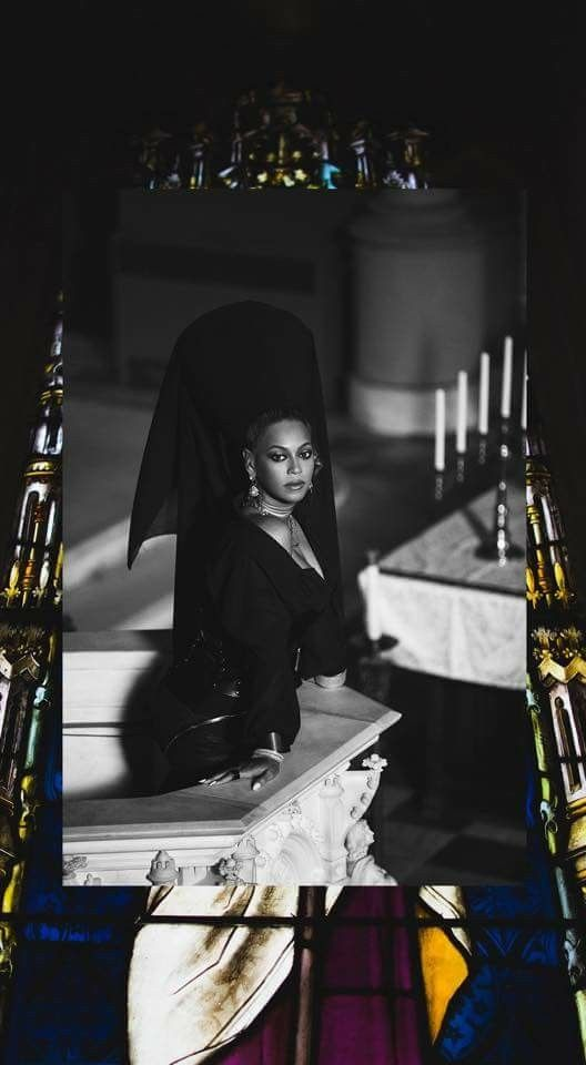 Bey is a goddess in this photo
