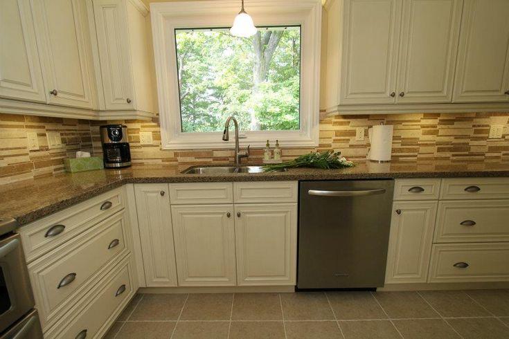 cream+colored+kitchen+cabinets   Cream kitchen cabinets. Design by Monarch Kitchen & Bath Centre.