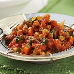 Marokkaanse tajine met gehakt, kikkererwten, courgette, wortel
