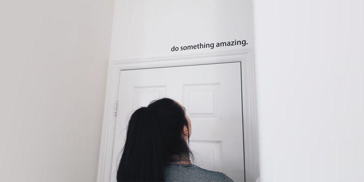 18 Ideas sencillas para decorar las paredes de tu recámara