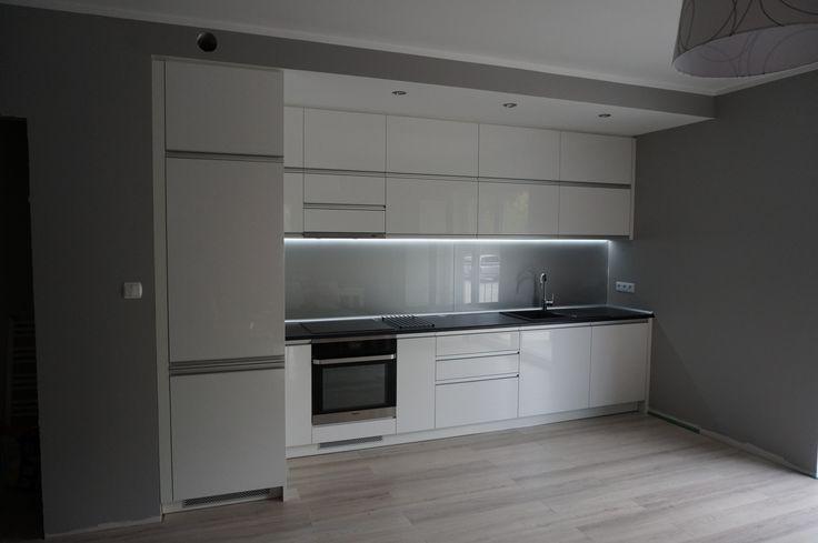 Nowoczesna kuchnia, fronty akrylowe w połysku.  #meblekuchenne #kuchnia