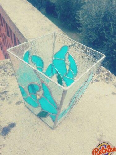 Vaso in vetro realizzato con la tecnica Tiffany.