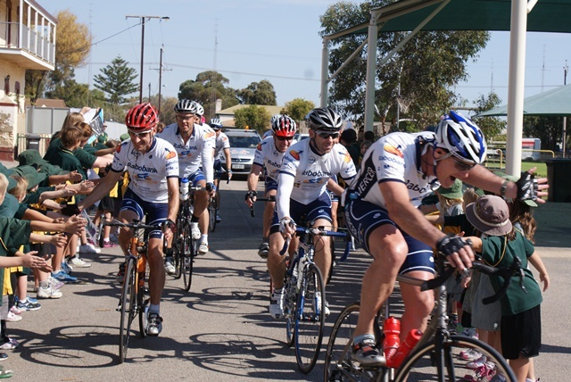 #SuperCycle2013 arrives in Wallaroo on #AdelaideOpel Stage 2