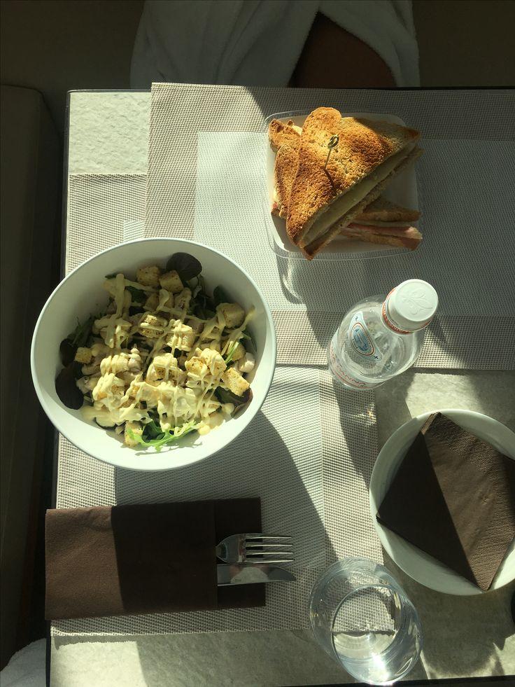 Insalata 🥗 con pollo 🍗  Porto piccolo, Spa Bakel, Sistiana, Italia