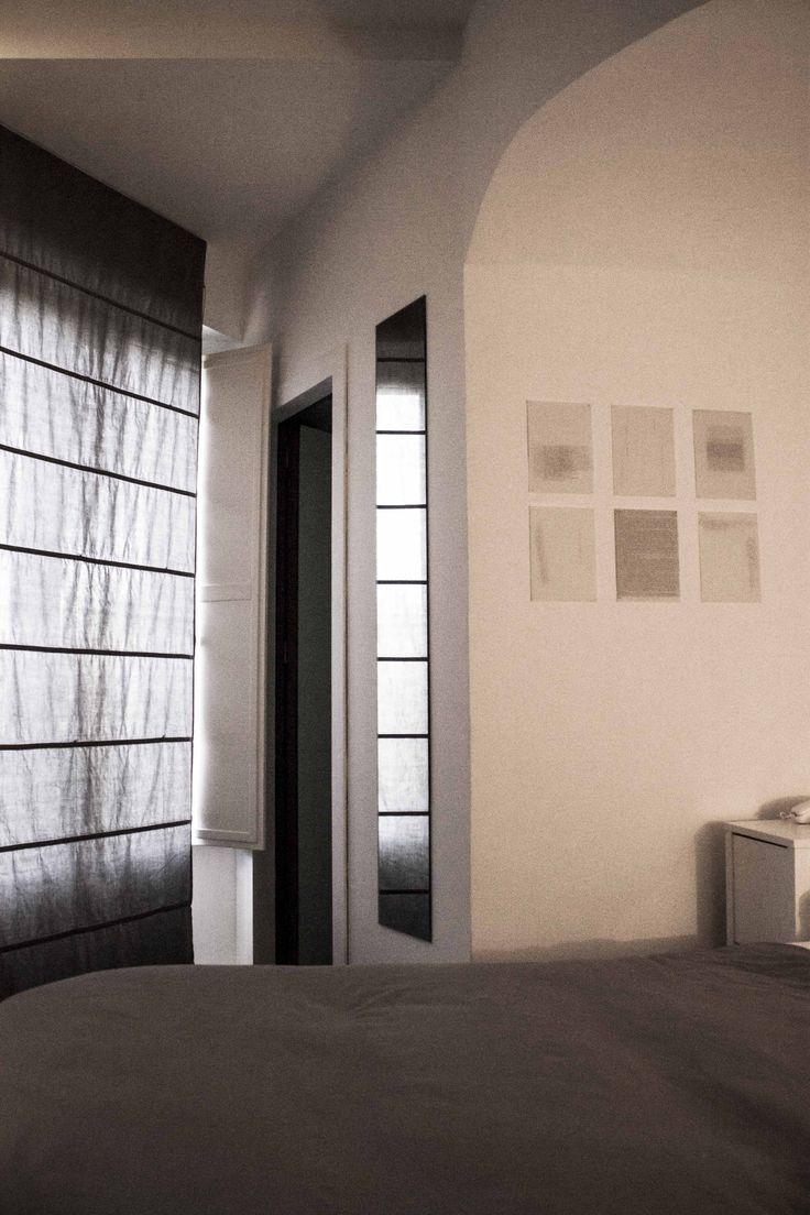 Colori, materiali, luci e arredi traducono in ogni sua parte il concept dello spazio, restituendo con charme e benessere la sua duplice identità di luogo di soggiorno e luogo espositivo e culturale.  #microhotel #palermo #accomodation #design #N38E13 #arthotel #sicily #culturalspace #room