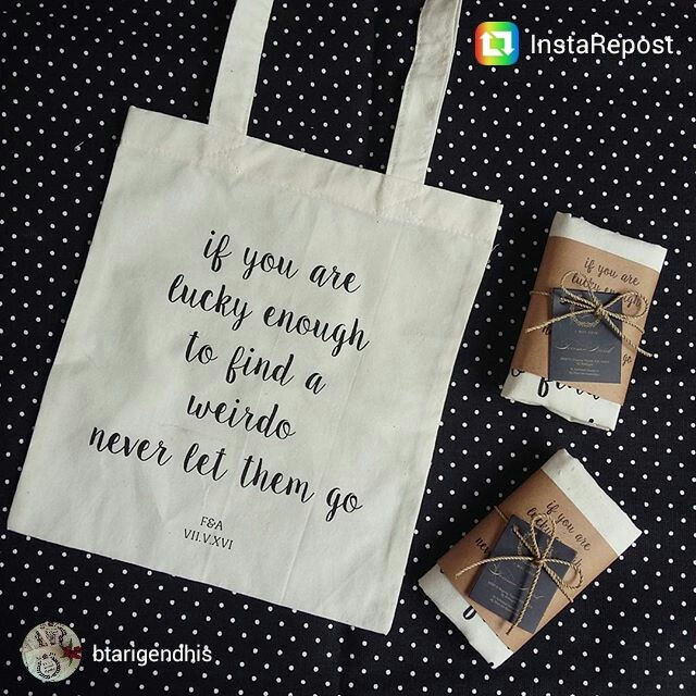 Simple totebag wedding souvenir.. kontak order : Wa : 081390989077 #WeddingIdeasSouvenir