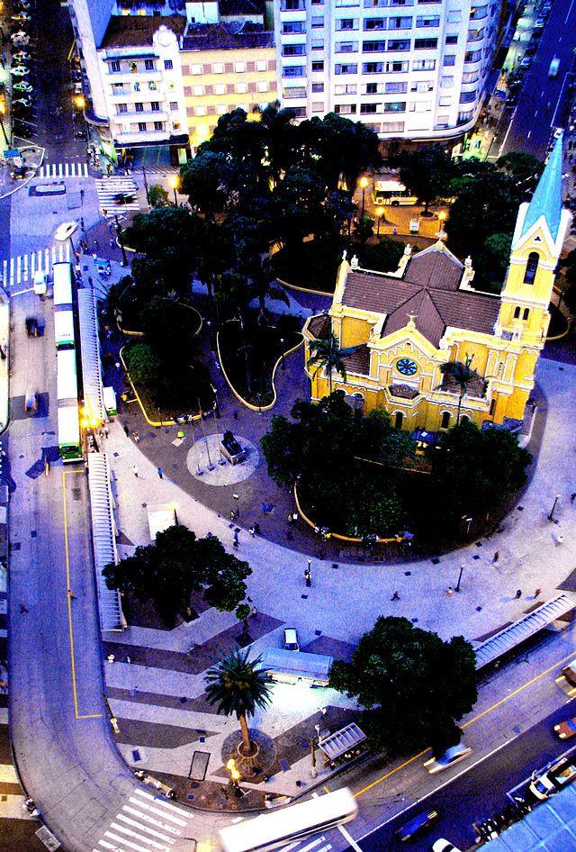 Panorama do Largo do Payssandu, com a Igreja Nossa Senhora do Rosário à direita. São Paulo, Brasil
