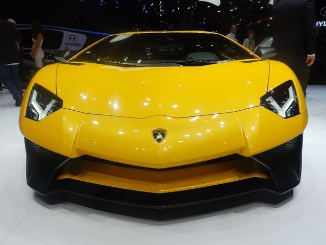 4 Reasons Why Lamborghini Priced The Aventador SV So High | automotive99.com