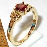 Bellissimi anelli di moda con granato pietra preziosa sfaccettata. Anelli di moda in ottone con vermeil oro su ottone.