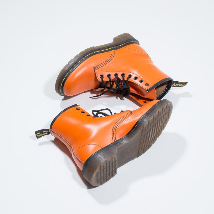 ✦ CLICK TO BUY ✦ DR MARTENS - anfibi in pelle arancione - orange leather boots - vintage clothing & accessories