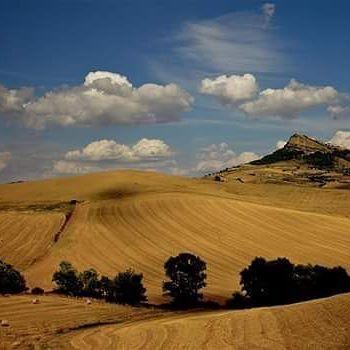 #Italia #Campania #Avellino #irpinia #Cairano #campi #cielo #nuvole #meravigliedellamiaterra #scoprilirpinia