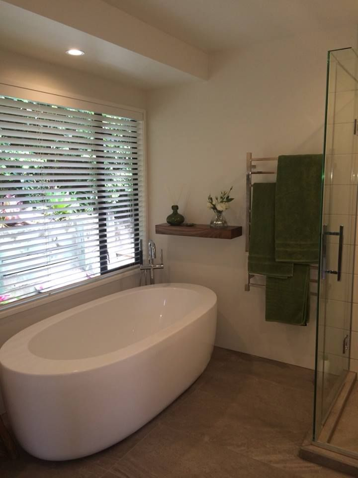 A happy customer with her new venetians in the bathroom - love the look of that tub!