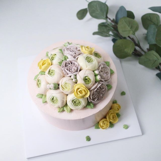 Nanacake in Jakarta See you  _ _ #nanacake #nanaclass #Jakarta #flowercake #buttercream #kue #bunga #bakingclass #flowers #nanagram #nanastyle #pink #decoration @inha_son