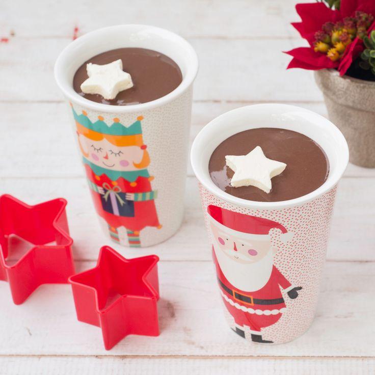 El chocolate caliente es un clásico navideño, pero para agregarle un toque diferente y perfecto para las altas temperaturas, qué tal si lo haces con crema helada. En esta receta te enseñamos como.