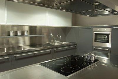 http://kitchenideas.com.au/stainless_steel_kitchen_1.jpg
