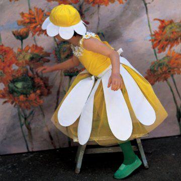 Déguisement de petite fille marguerite avec jupon en tulle jaune, pétales blancs, chapeau et collier de marguerites