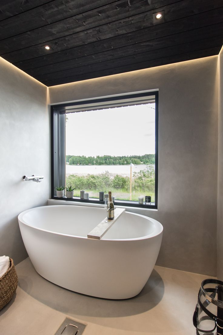 Beautiful views + elegant lighting = perfect spot for a bathtub! 🛀