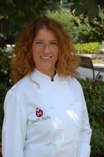 """Steffi Metz von der Kochschule """"Steffi Metz Cooking"""" hat sich auf Koch-Events, Teambuilding-Maßnahmen, Catering, Private-Cooking sowie Erlebniskochen spezialisiert."""