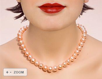 Perlenkette mit 41 lachsfarbenen  wunderschönen glänzenden Süsswasserzuchtperlen. Die Perlen sind rund, haben nur wenige Wachstumsmerkmale und einen guten glänzenden Lüster. - http://www.perlen-perlenketten.de/bems%C3%BC%C3%9Fwasser-perlenketteembbr-pink-1112-p-211.html